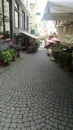 Erboy Hotel : One of the hotel streets/una de las calles a las cual da el hotel