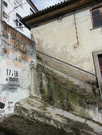 Escadas da Trapa: Intervenção artistica de pintura.