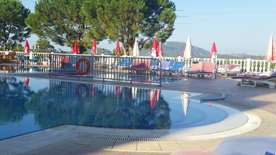 Leytur Hotel: Pool area for adults and children