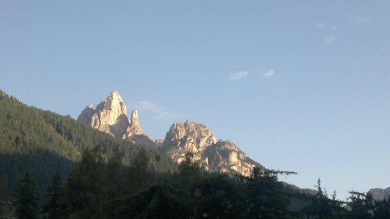 Camping Catinaccio Rosengarten: good morning sunshine on the rocks