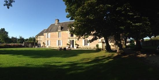 Le Manoir de Crepon: vista dal giardino