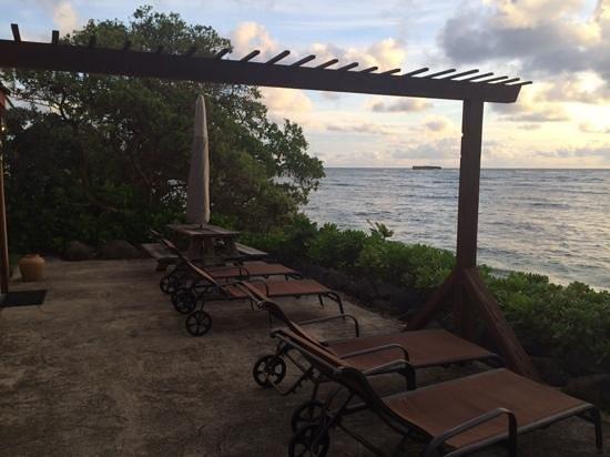 Tiki Moon Villas: patio