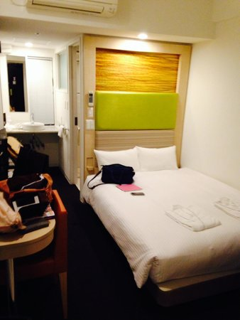 Ueno Hotel: The room.