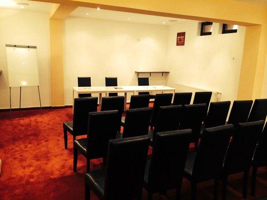 Pension Flora Alpina : Conference room