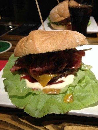 Bar-B Burgers 'N' Beer Bar