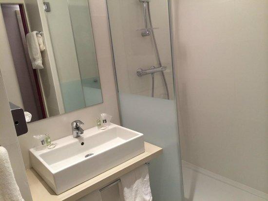 Salle de bain avec douche l 39 italienne noter que les for Salle de bain a l italienne avec wc