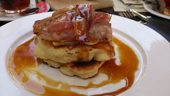 De Huyschkaemer: Pancakes with banana and bacon