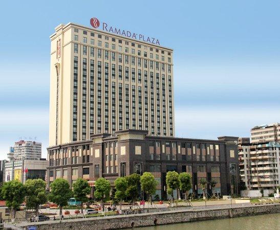 Ramada Plaza Shaoguan City Centre: day sight of whole hotel