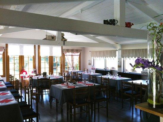 La salle du restaurant l'Entrepont à Berville-sur-mer