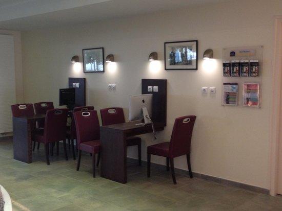 Best Western Plus Hotel Des Francs : Internet corner