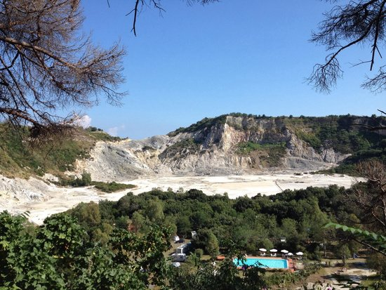 Vulcano Solfatara: A free view from the road above
