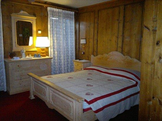 Hotel La Stua: Letto matrimoniale