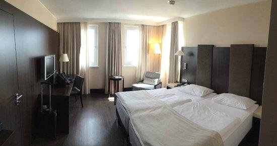 NH Danube City : Sicht ins Zimmer