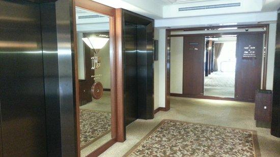 The Langham, Hong Kong: лифтовая зона