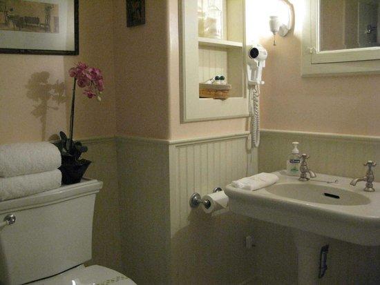 Large Private Baths Feature 6\' Sanijet Jacuzzi Tubs, Pedestal Sinks ...