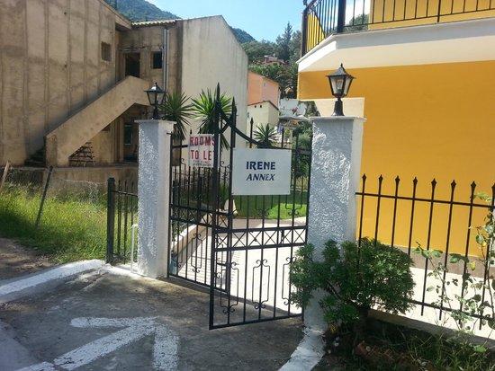 Irene Apartments: Indgang til Villa Olga