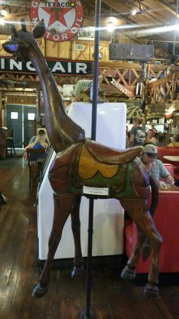 Clear Springs Cafe: The giraffe