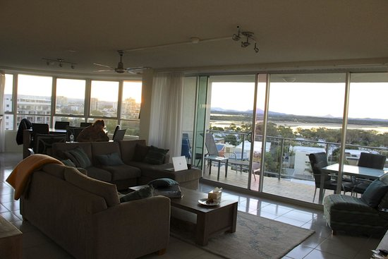 Chateau Royale Beach Resort: The Living Room