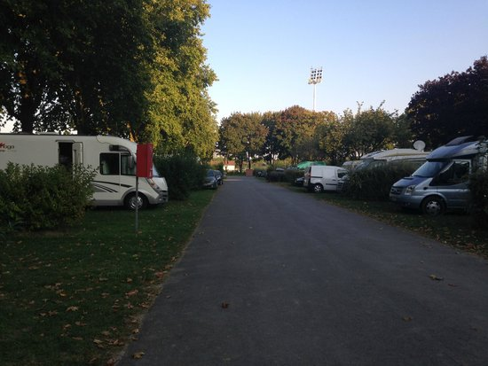 Camping Municipal d'Epernay : Campsite
