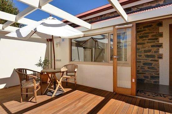 Trafalgar Premium Vintage Suites: Sunny courtyard - Lady Hamilton Suite