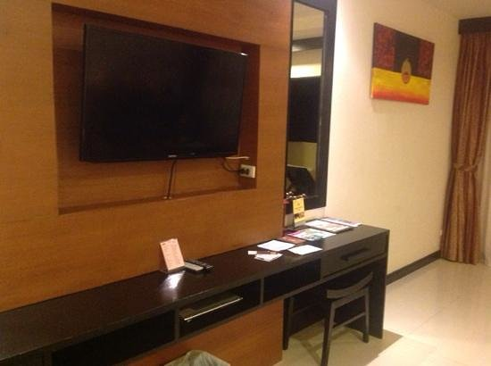 Horizon Karon Beach Resort & Spa: Inside room.