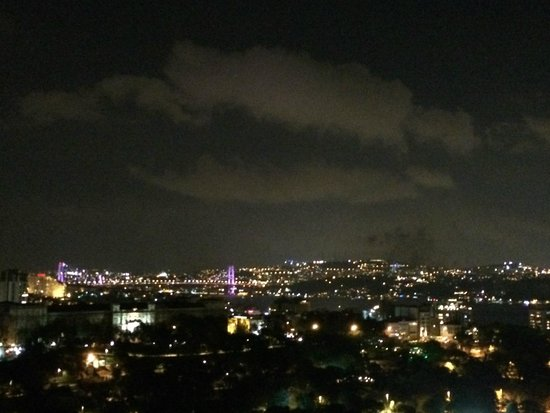 Hilton Istanbul Bosphorus: night view from the room