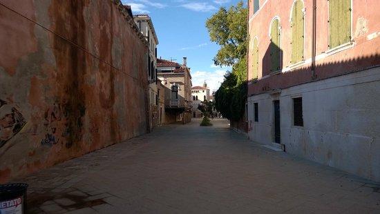 quiet street on dorsoduro