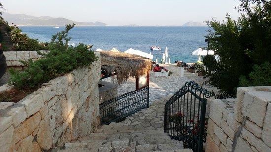 Aquarius Hotel : Plaja giriş