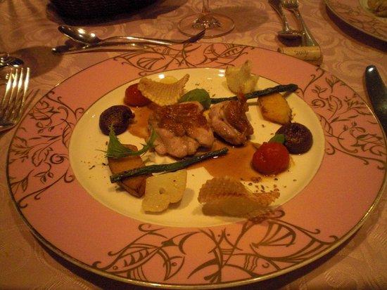 Thalassa Shima Hotel & Resort: フレンチコースのメイン、彩り、盛り付け、味も抜群でした