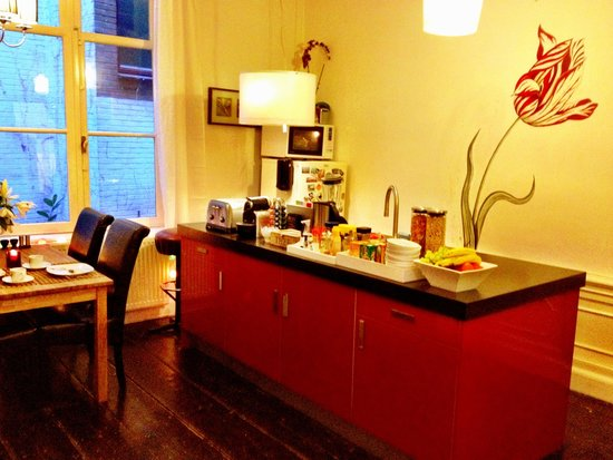 Tulip of Amsterdam B&B: Kitchen for our Self-service Breakfast