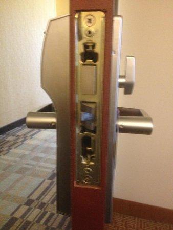 Hyatt Place Baltimore/BWI Airport: Room Door is broken, no plate!