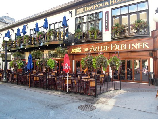 ByWard Market: The Aulde Dubliner and 'Pour' House.