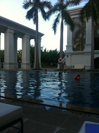 Grand Hotel Saigon : piscina