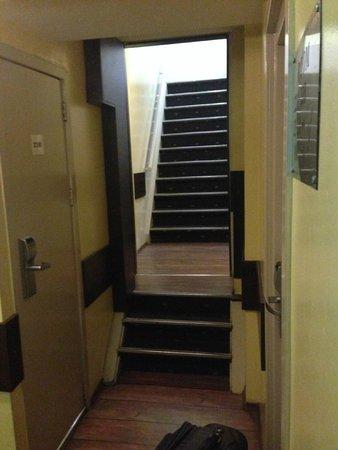 Damrak Inn Hotel Amsterdam: Corridor outside the hotel room
