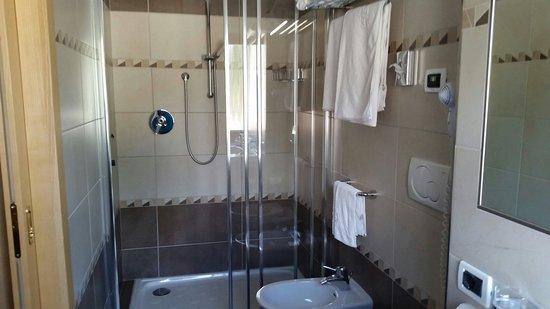 Hotel Rene: La doccia