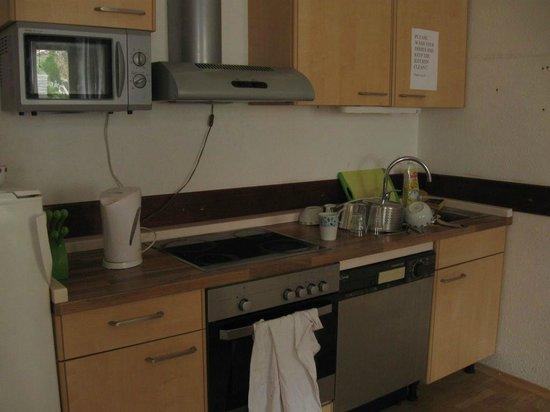 Bledec Youth Hostel: Kitchen
