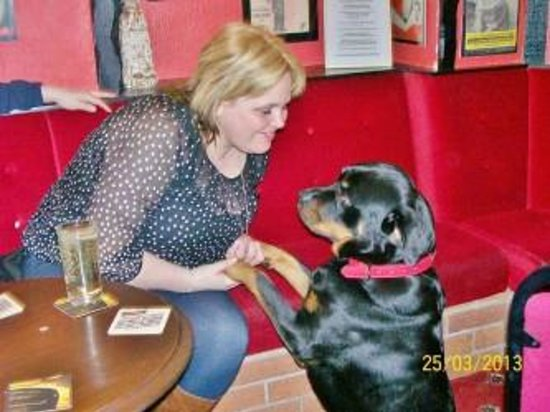The Chesterfield Hotel : Dogs are welcome in our cosy bar lounge