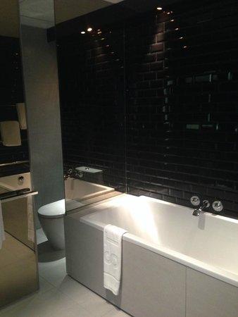W Bangkok: bathroom