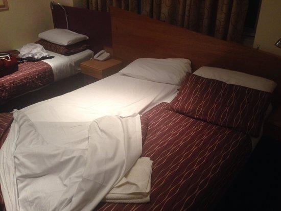 Leisure Inn: Foam mattress bed