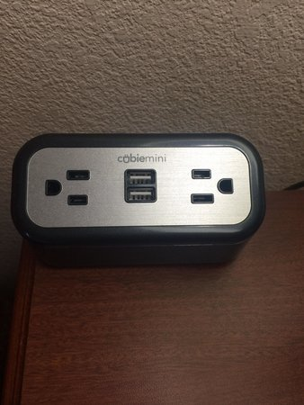 Holiday Inn Express & Suites Atlanta N-Perimeter Mall Area: Love that there's easy access to plug in and charge devices