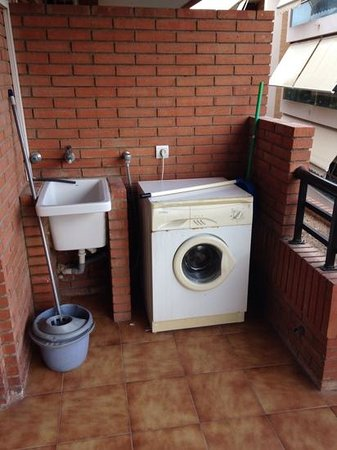 apartment washing machine - Picture of Hotel Villamarina Club, Salou ...