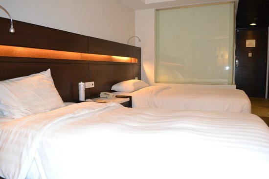 Century Park Hotel: Room (renovated)