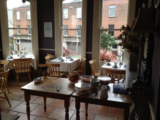 O'Neills Victorian Pub & Townhouse: The little kitchenette for breakfast