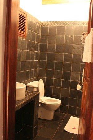 Hotel Le Bougainviller: Bathroom