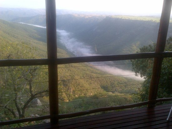Leopard Rock Lookout Chalets & Coffee Shop/Restaurant: View from the deck early in the morning