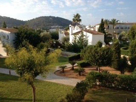 La Pergola: View over the gardens