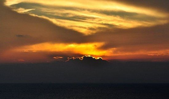 Leela Beach Resort: nightly sunsets