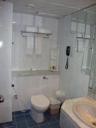 Admiral Plaza Hotel : Bathroom