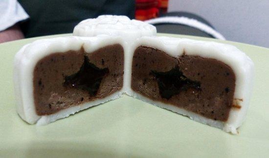 Mid-Autumn Festival - Snowy Mooncakes from Taipan Bakery