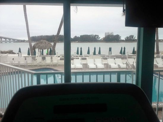 DreamView Beachfront Hotel & Resort: This is the view from the workout room. To the left is the bridge that crosses the causeway.